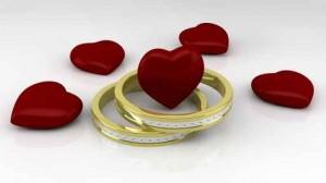 Anillos de boda y corazones